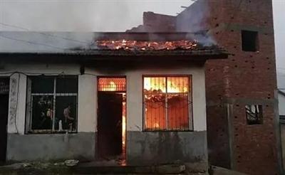 汉中一农户家发生火灾,房屋被烧毁!