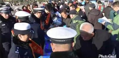 辛集122交通安全日第八年度活动在文化宫广场举办