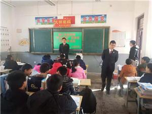 潢川县人民检察院走进来龙中学开展宪法知识主题宣传活动