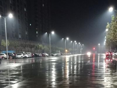 让我们欣赏下网友眼中的博城雨夜