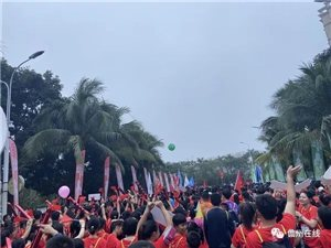 昨日马拉松开跑,这一座城很热闹,全民都来参与了!