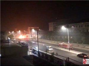 化州塘岗岭加油站旁一台小车自燃着火