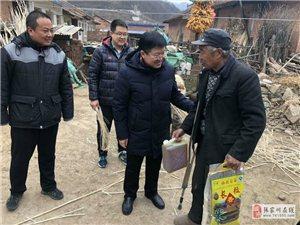 兰石化学院副校长程小红看望慰问马鹿镇寺湾村困难群众