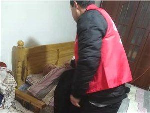 入户送温暖,帮助老人我们不畏艰辛,风雨无阻。