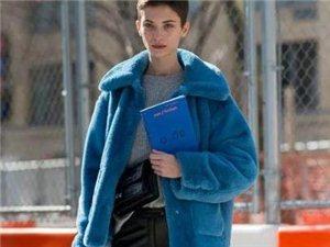 羊羔毛外套,兼具温度和时髦度