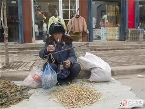 """滑县牛屯75岁老人卖""""银丝"""",你知道是什么名字吗?"""