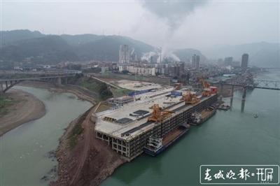 云南最大�汝�港水富港一期�U能工程投用,年�物吞吐量�⑦_800�f��