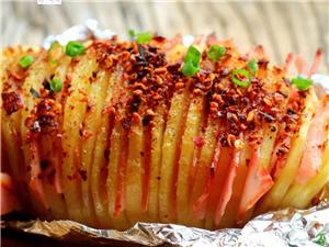 【美食分享】�L琴土豆:造型��特,香辣爽口,上桌��著吃