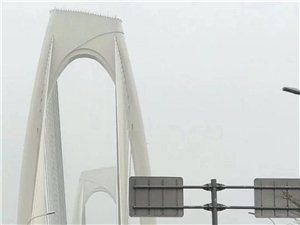 壮族头巾飞桥上