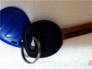 失物招领:中山路捡到一串钥匙,放到垃圾桶盖了,失主请自己去找吧~
