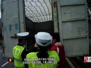 寻乌一货车超员150%被交警现场查获,并罚款1000元,记6分的处罚