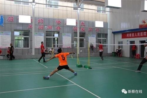 新蔡縣第四屆職工運動會羽毛球比賽男子單打開賽,更多精彩不容錯過!