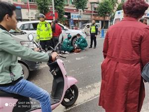 吓人!一女子被压车下,富州花园发生车祸!!