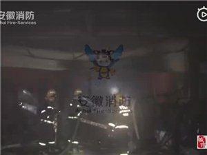 霍邱周集一家卖电器的店门面房起火,消防拎出9个钢瓶!