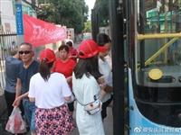 望江:文明交通志愿者劝导服务活动在进行