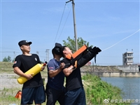 望江特警组织开展抗洪救援演练