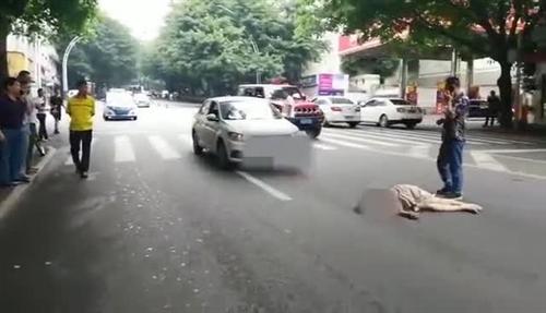 惊险一瞬!泸州一女子斑马线上被撞飞