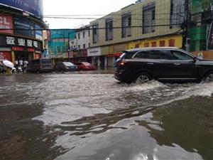 每次下大雨,商城总会淹!