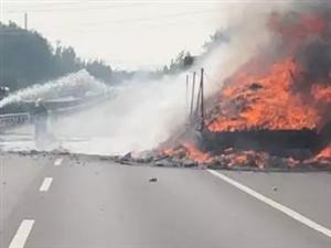 一声巨响!河南高速上一货车突然爆炸,他们为救人冲了上去