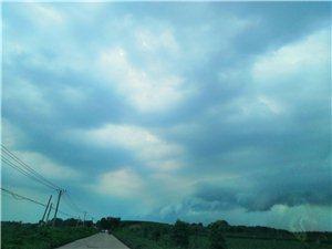 黑云压成城欲摧!