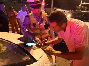 霍邱男子在阜阳超载驾车,后备箱坐俩,被罚200!