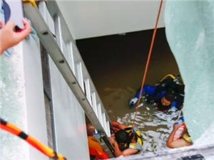 博兴县医院地下室进水8人被困