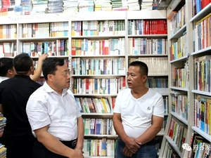 """樊小荣到府谷城区书店、印刷企业等场所检查指导""""打黄扫非""""工作"""