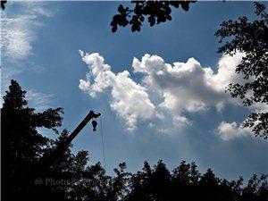 �o州:又�瓦�{瓦�{的天空