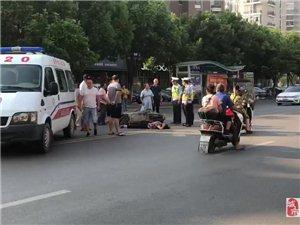 乐平一辆电动车和老人相撞,送往了乐平市人民医院