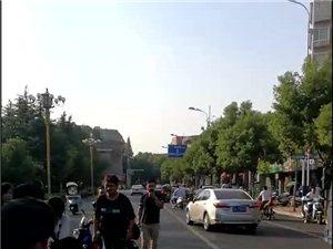 乐平大道一辆摩托车与两辆电动车迎面相撞