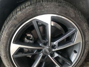 买车1个月,扎破5次胎,其中扎烂一条胎,重新换,轮毂膜...