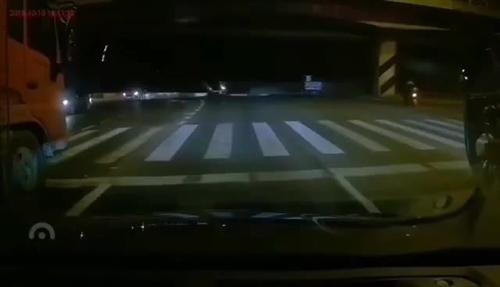 突发!无锡一高架桥垮塌(现场视频)!