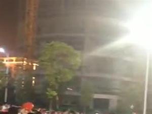 昨晚,�菲秸����M�|北商�Q城附近堵�,�有�杉��子追尾事故【��l+�D】