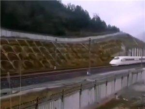 黔张常铁路第一趟动车测试车来到黔江啦