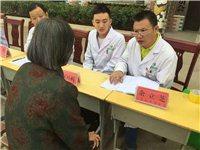 乐平大连医院医护人员为接渡镇前屋村贫困人员和村民义诊。