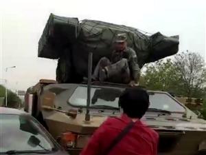 喂~保险公司吗?我开车撞坦克了,你信吗?