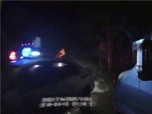 泸州男子猛踩油门冲关撞伤交警,已被刑事拘留