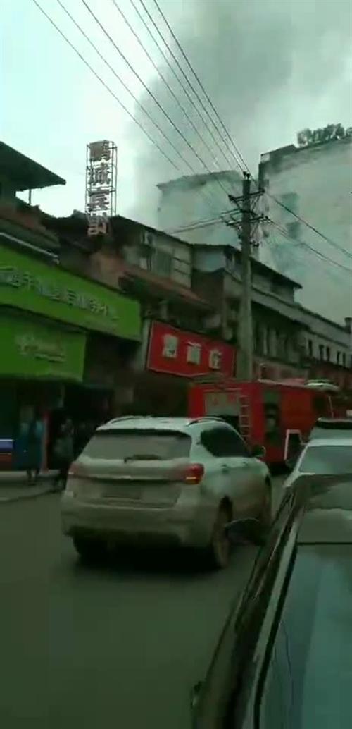 �@�U!�o州合江一天�劝l生2起火��?,整�l街��漫在���中……