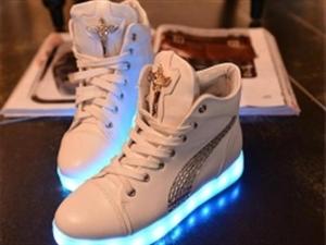 """炫酷""""发光鞋""""安全吗?陕西消防提醒:这款鞋子真的会着火"""