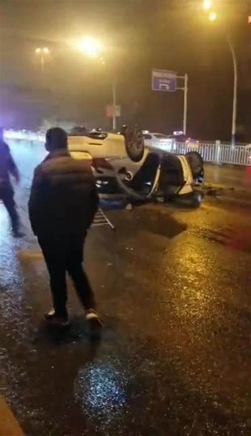 突发!泸州沱二桥附近发生一起交通事故,致2死2伤