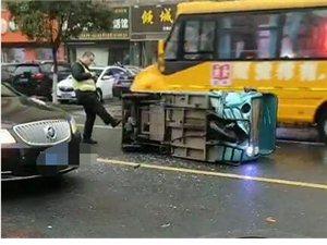 阜��哈���I路今早一�v三���确�,雨天路滑注意安全!