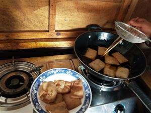 疫情期出不�黹T,在家油炸阜��大糕,也是美味!
