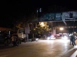 涡阳市容大队拆除过街龙门架
