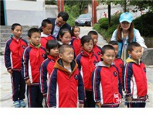 十三名贫困儿童与您一起牵手 温暖多彩童年―记陕西雪山传媒扶贫帮困草庙小学之行