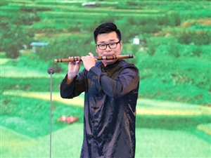 中国著名笛萧演奏家谭炎健师生竹笛音乐会在海南软件职业技术学院艺术馆举行