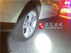 """疯狂石头""""连续击伤两台轿车险酿恶性事故"""