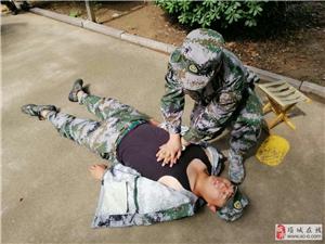 项城市组织基干民兵进行战场卫生救护训练