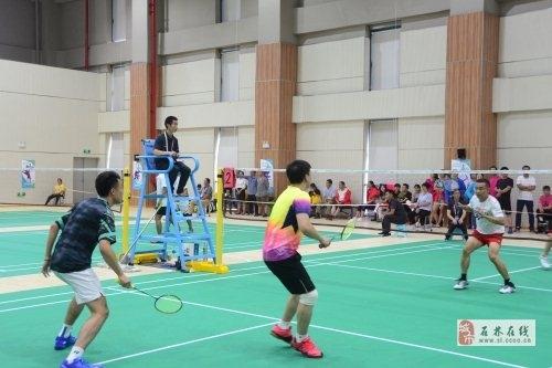 官渡石林分获市六运会羽毛球男女团体冠军