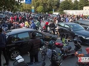 """南郑卖""""学平险""""的保险公司造成校门拥堵,被约谈!"""