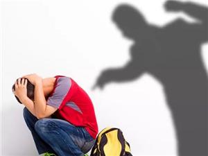 《少年的你》一夜爆火!���}�砹耍��如何防止孩子遭受校�@霸凌?阿拉善父母�花�追昼�看看!